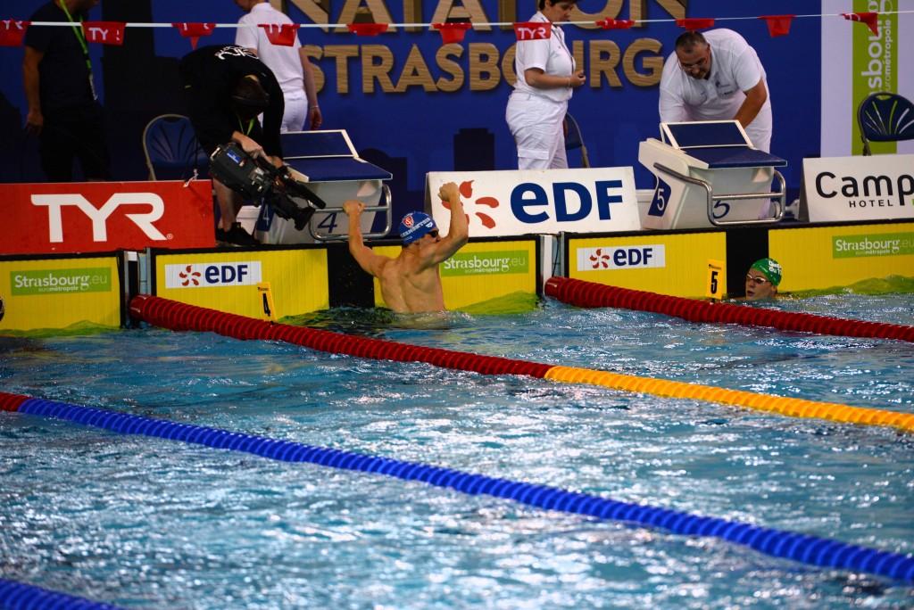 La joie de Geoffroy Mathieu à l'arrivée de son 200m dos